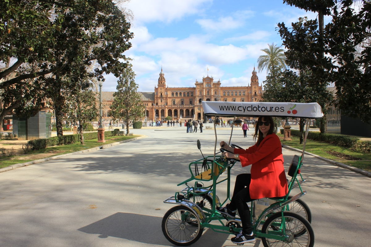 cycling in plaza de espana